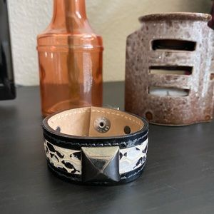 Jewelry - B1G1 NEW Snakeskin Cuff